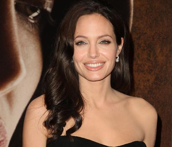 INVINCIBLE Bande Annonce VF Angelina Jolie - YouTube